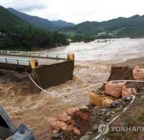 홍천 가덕교 '시간당 60mm' 폭우에 또 유실..주민들 고립