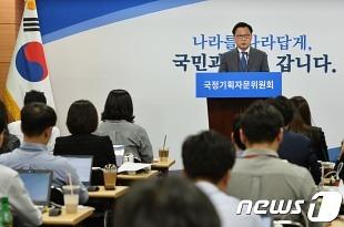 다섯번 브리핑룸 찾은 박광온 대변인, 대응 '진땀'