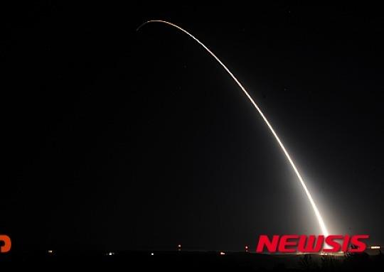 美 ICBM '미니트맨3' 시험발사..대북 경고