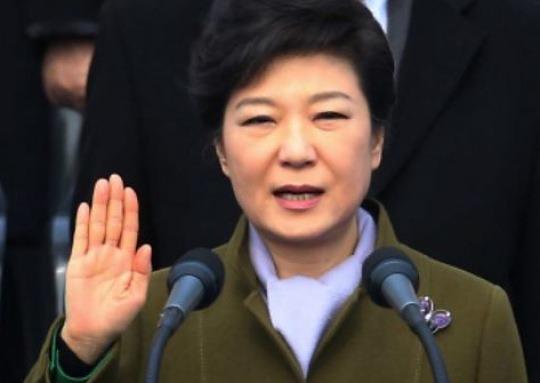'국정교과서 원고본'에 박근혜 대통령 사진 있었다
