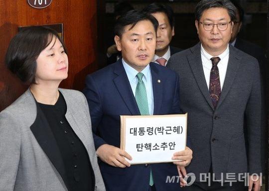 '탄핵 D-5일' 캐스팅보트 쥔 비박계 기류변화 감지