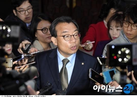 """이정현 """"탄핵안 부결됐으면 좋겠다"""" 논란"""