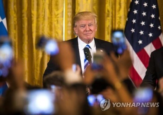 """'위기의 트럼프' 野 민주와 협력 모색..백악관 """"진지하게 고려"""""""