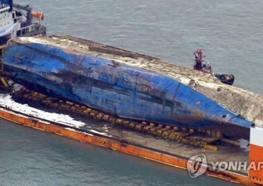 """해군, 세월호 인양에 """"잠수함 충돌설 사실 아니다"""""""