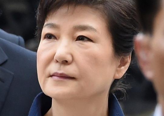 박근혜 영장심사 오후 심문 시작..불꽃공방 재개