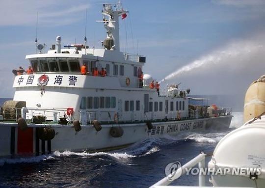 '남중국해 장악?'..中해경선, 말레이 분쟁지역 순찰(종합)