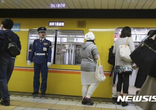北미사일 발사에 日지하철·신칸센 운행중단 '호들갑'