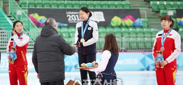 """'장하다' 김민선..""""스피드스케이팅 500m 금 쾌거"""""""