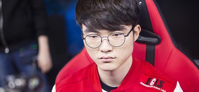 [롤챔스] SKT, ROX 꺾고 정규 시즌 1위..결승 직행