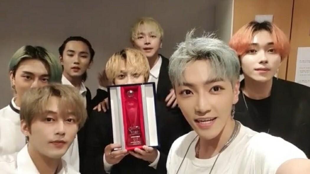 두 번째 신인 아이돌상 수상하는 핫한 그룹 '더스틴 (DUSTIN)'