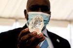 보츠와나에서 역대 세 번째 큰 1098캐럿 다이아몬드 발견