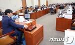[NEWS 1] 의사봉 두드리는 이춘석 기재위원장