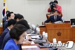 [NEWS 1] '국정감사' 의결하는 이춘석 기재위원장