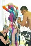 빨주노초파남보 몸의 예술 바디페인팅