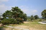 옥천의 역사를 고증하는 천년기념탑의 공간