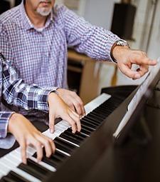 아름다운 소리를 가르<br>치고 배우는 사람들