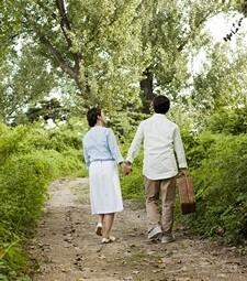 지나가는 풍경을 즐기<br>며 유유자적 걸어보자