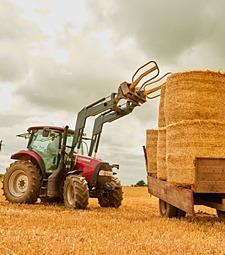 부족한 일손을 도와<br>주는 고마운 농기계