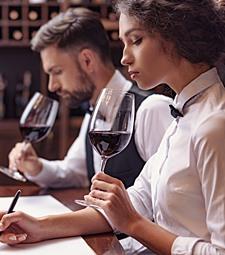 함께 와인을 시음하고<br>와인 정보도 공유해요