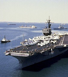 높은 파도와 싸우며<br>바다를 지키는 해군