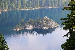 레이크타호(Lake Tahoe)에서 한 곳만 봐야한다면 바로 여기, 에머랄드베이(Emerald Bay) 주립공원
