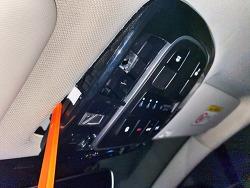 투싼 NX4 실내등 탈거 및 LED 교체