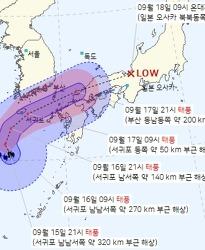 제 14호 태풍 찬투(CHANTHU)는 일본으로 방향을 틀었습니다