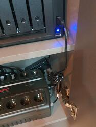 시놀로지 NAS 918+ 에 APC BE700-KR UPS 설치하여 정전으로부터 서버를 보호하자