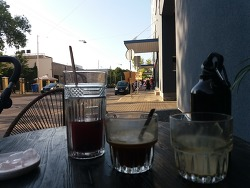 지난 여름 커피 세 잔.