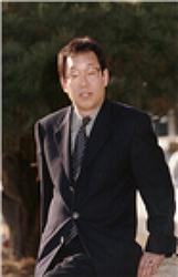 [장흥문인]영혼을 일깨우는 믿음의  메시지를 담은 수필가 김형수(1954 ∼  )