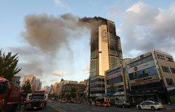 울산 33층 주상복합건물 휘감은 화염에도 사망 중상없어…연기흡입 93명 경상