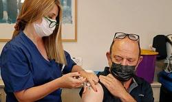 이스라엘, 세계 첫 고령자 코로나19 백신 '3차 접종'