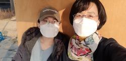 """코로나19가 주는 소확행 새침한 딸이 함께한 팔당댐 근처 """"벨스타 """" 커피숍에서. 오늘은 인심도 좋아 사진 찍는 것도 허락하고^^"""