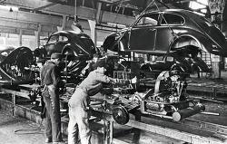 폴크스바겐 비틀(VW)이 75년 전에 첫 생산 개시(12월 28일)