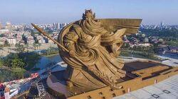 중국 관우상 57m짜리 관우 청동상에 정부 철퇴