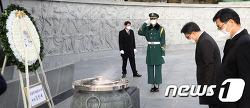 """현충원 참배한 김진욱 """"고위공직자 부패 일소에 최선"""""""