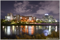 서울 성동 중랑천에서 바라본 한양대학교
