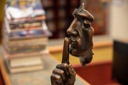 침묵의 역설 : 침묵 속에서 침묵으로 말하다