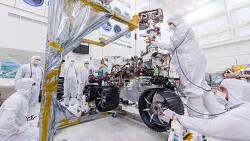 Mars 2020 rover 마스 2020 로버에 바퀴 조립