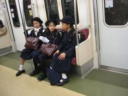 교칙에 마스크 흰색, 속옷 흰색 까지 정하는 일본