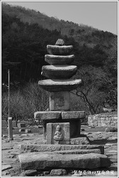 충남 당진 안국사지석탑 및 석조여래삼존입상