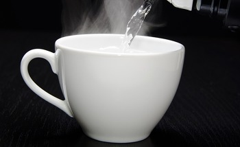 따뜻한 물 한잔의 놀라운 효능!!