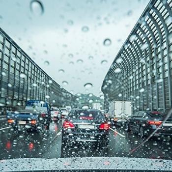 가을에도 계속되는 강풍, 태풍, 폭우! 안전하게 운전하려면?