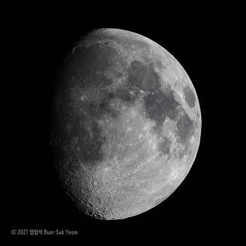 Waxing Gibbous Moon 상현망