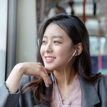 귀 건강을 망치는 주범 이어폰? 건강하게 이어폰 사용하는 법
