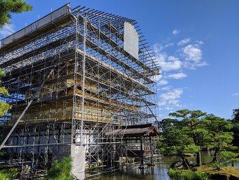일본 관광지 - 수리 복구중의 배려?