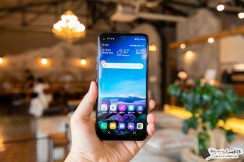 LG Q70 첫인상, 기존 LG 스마트폰과는 뭔가 다르다?!