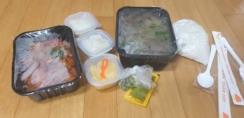 포몬스 쌀국수와 칠리새우 배달.