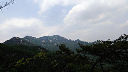 청룡ㆍ백호 다른 모습의 능선을 거느린 운악산