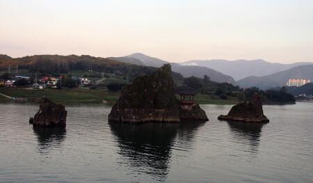 [충북 단양] 도담삼봉, 세개의 봉우리가 남한강을 유희하네